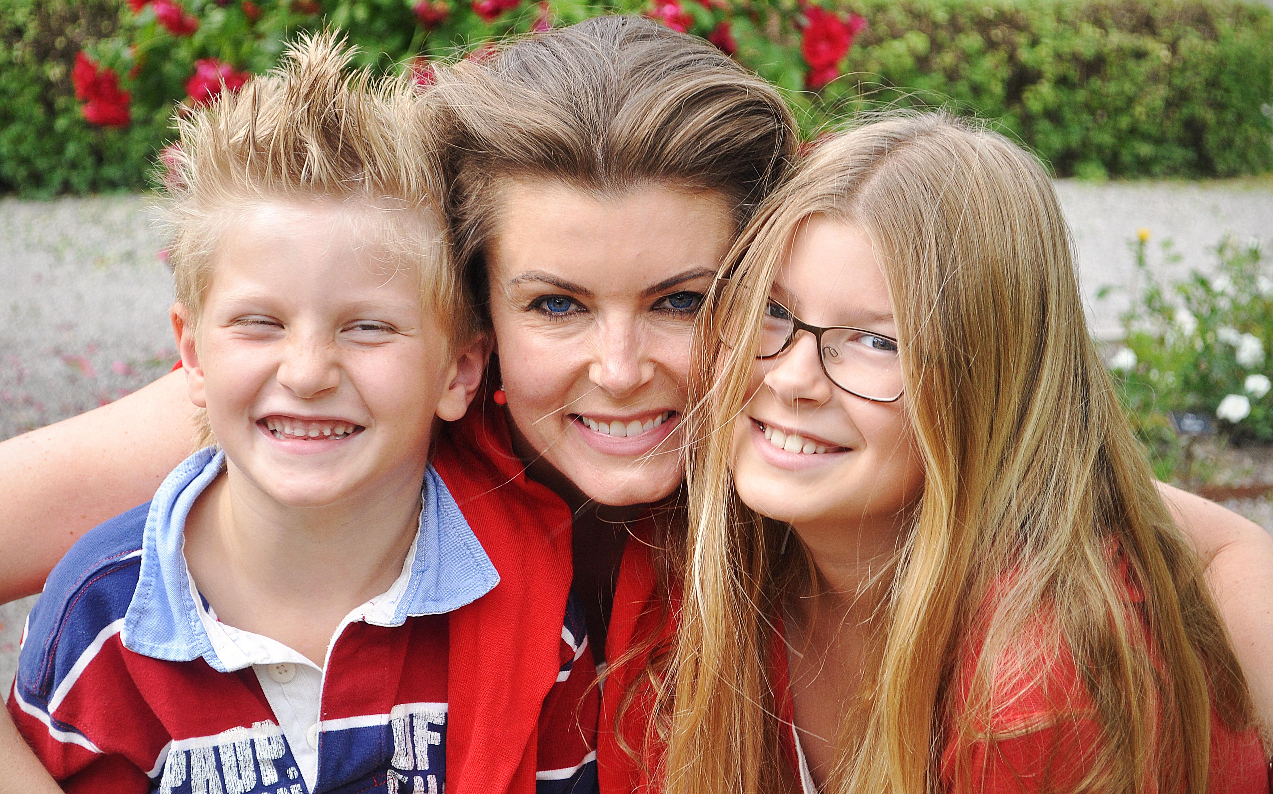 Foto: Agnes Tångvik Dottern Blanka och sonen Bosse tillsammans med mamma Linda.